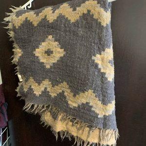 🎈TEMPORARY SALE🎈Aritzia blanket scarf